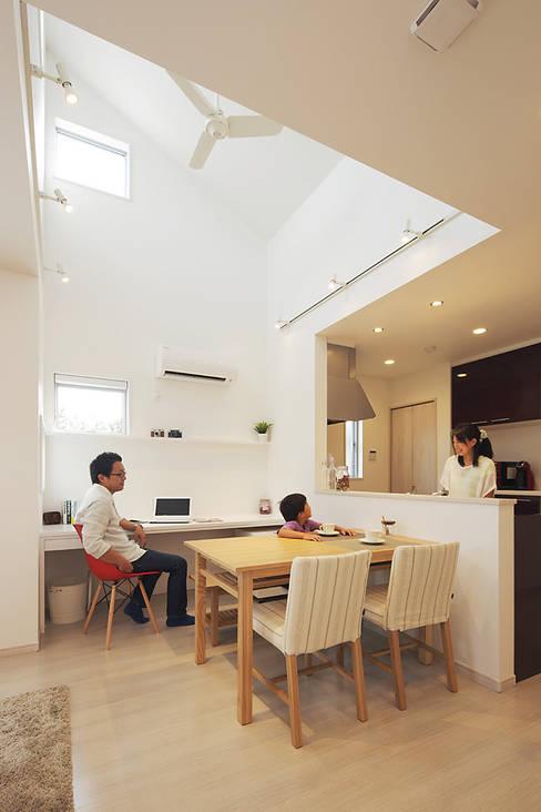 Dining room by 有限会社タクト設計事務所