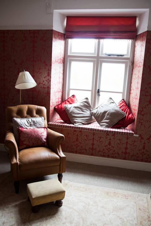 Bureau de style  par Designs for Living by Claire Beckhaus
