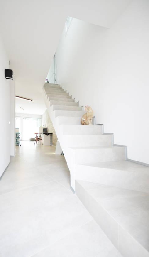 Corridor & hallway by francesco valentini architetto