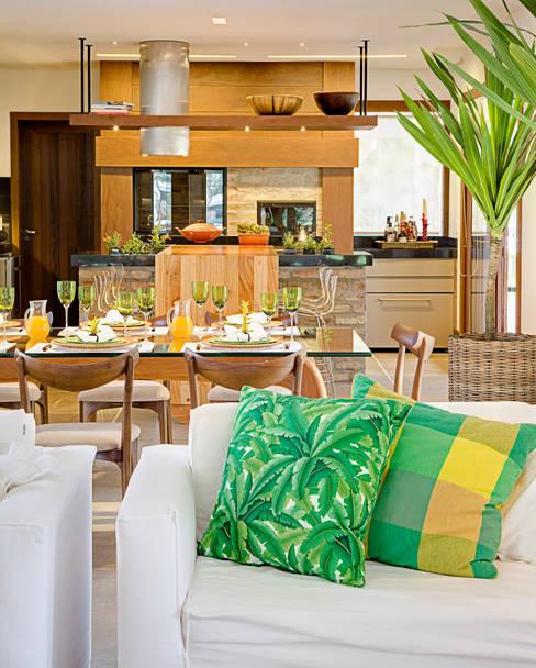 Dining room by Maria Christina Rinaldi Arquitetos