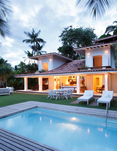 Casas de estilo  por Escala Arquitetura