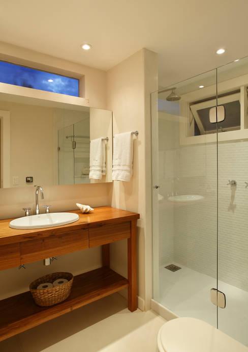 Bathroom by Escala Arquitetura