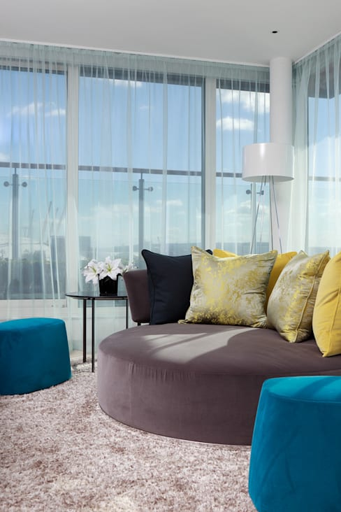 Living room by At Home Interior Design Consultants Cambridge
