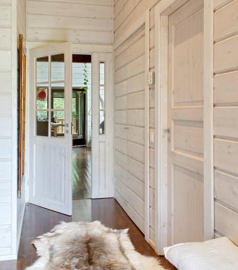 Corridor & hallway by HOUSE HABITAT