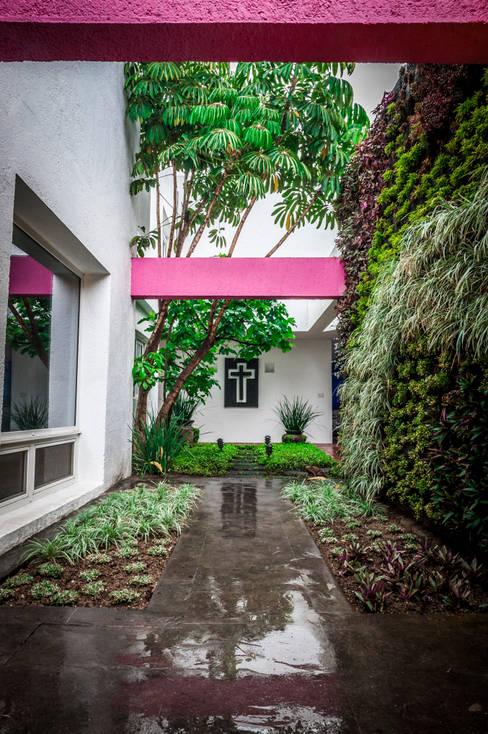 Casa Marilola: Jardines de estilo  por Urban Landscape