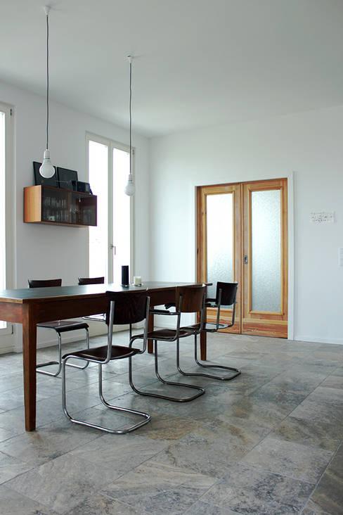 Wohnküche im Vintage-Look:  Küche von Berlin Interior Design