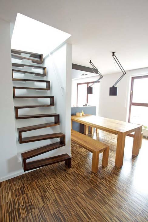 Projekty,  Korytarz, hol i schody zaprojektowane przez lifestyle-treppen.de