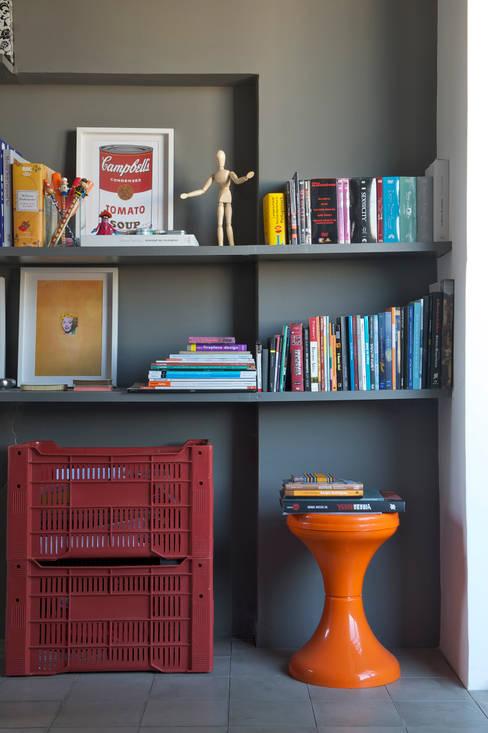 Residência Harmonia: Salas de estar  por Mauricio Arruda Design