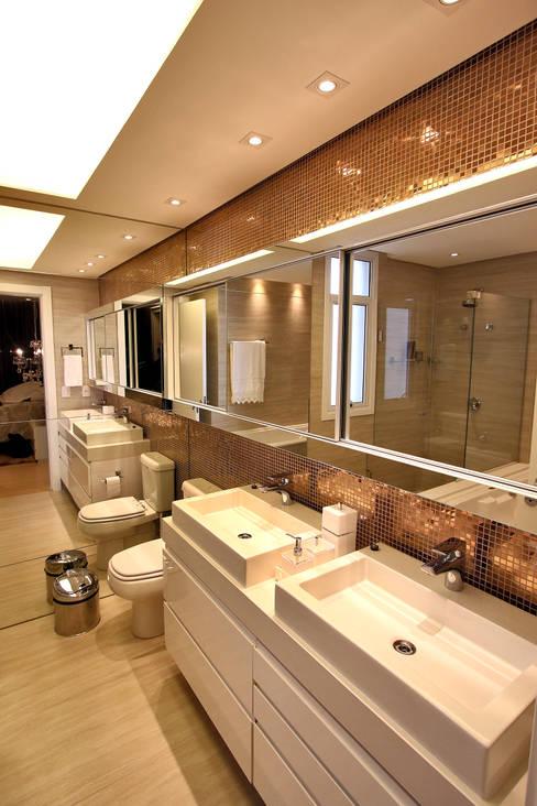 Banho Casal: Banheiros  por AL11 ARQUITETURA
