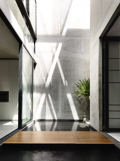 Well of Light:  Walls by HYLA Architects