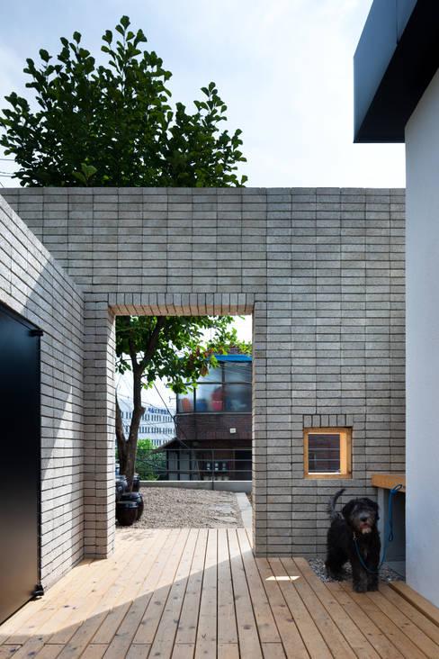재훈이네 집수리(Jaehoon's Jip-Soori): 무회건축연구소의  주택