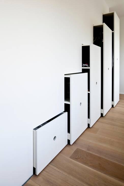 غرفة الملابس تنفيذ hausbuben architekten gmbh