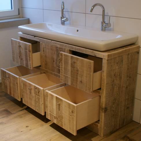 timberclassics  -  Bauholzmöbel - markant, edel, individuellが手掛けた洗面所&風呂&トイレ