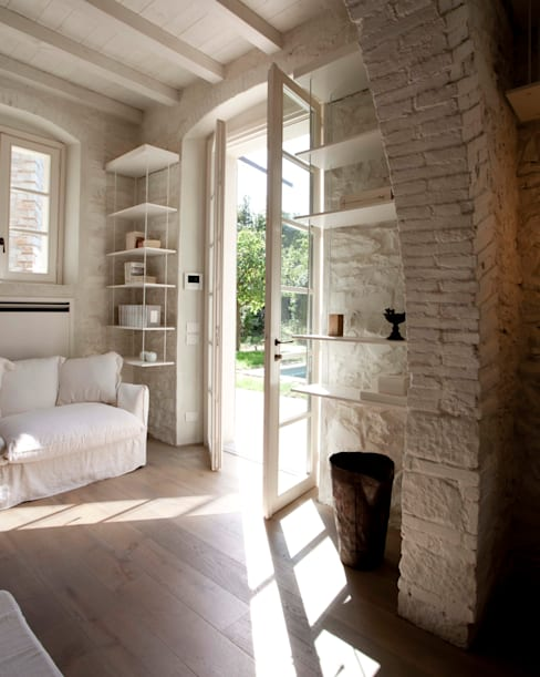 Living room by Architetto Silvia Giacobazzi