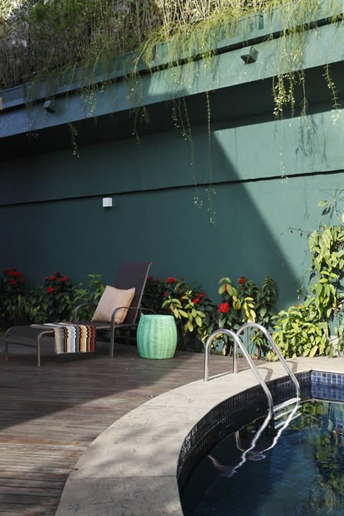 Integração e renovação: Terraços  por Lore Arquitetura
