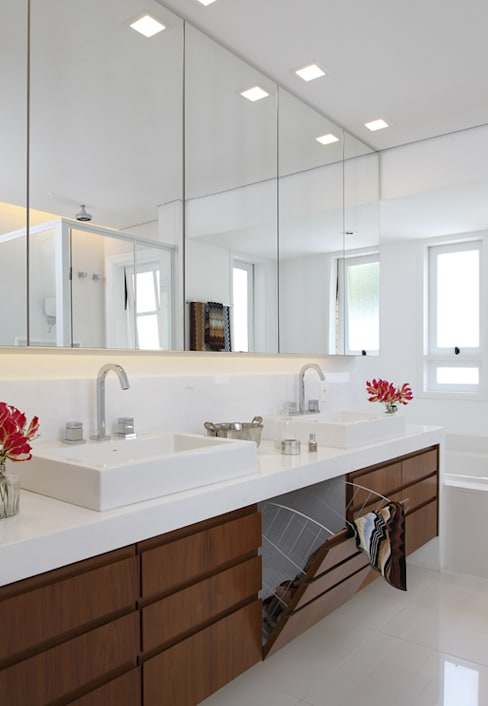 Bathroom by Lore Arquitetura