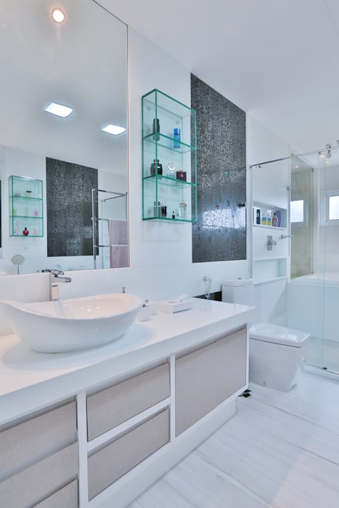 Bathroom by Rita Albuquerque Arquitetura e Interiores