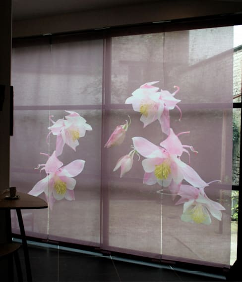 Panneaux japonais sur mesure Ancolies: Fenêtres & Portes de style  par Arielle D Collection Maison