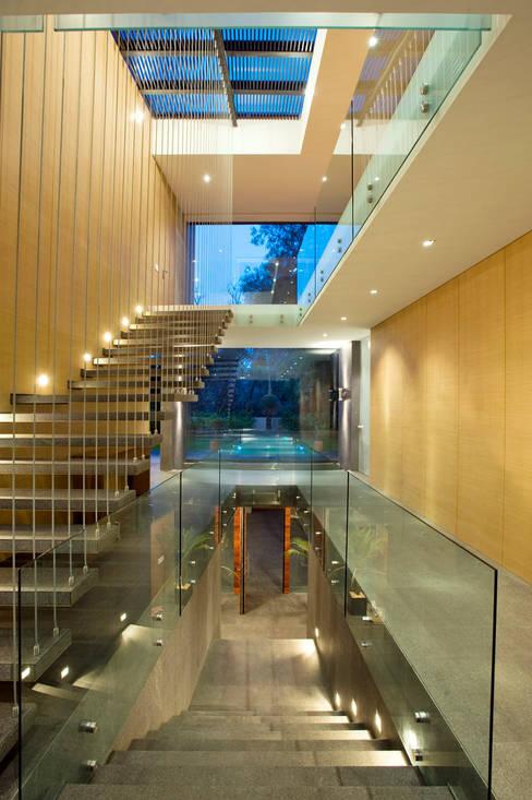 Serrano Monjaraz Arquitectos:  tarz Koridor ve Hol