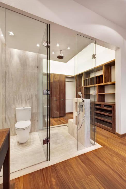 Bathroom by Lopez Duplan Arquitectos