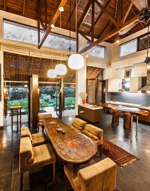 Dining room by Kumar Moorthy & Associates