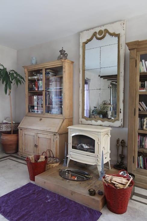 Living room by Orkun İndere Interiors