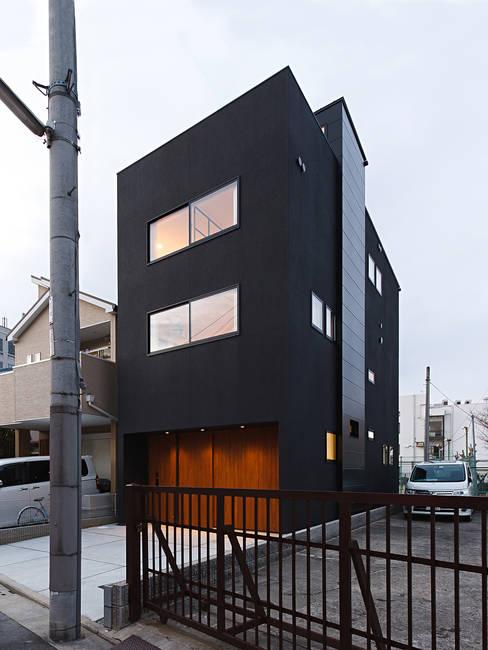Rumah by ラブデザインホームズ/LOVE DESIGN HOMES