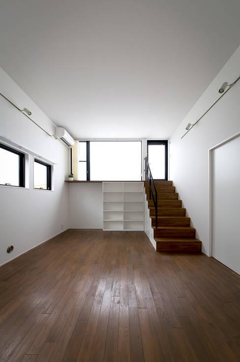 Ruang Keluarga by ラブデザインホームズ/LOVE DESIGN HOMES
