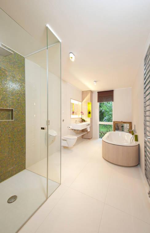 Bathroom by Cubus Projekt GmbH