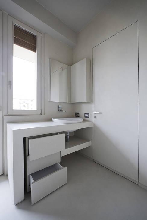 Bathroom by Arredamenti Caneschi srl