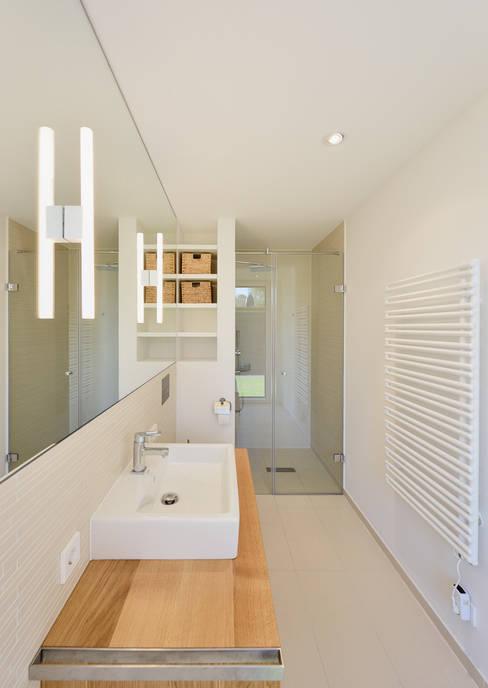 Bathroom by Möhring Architekten