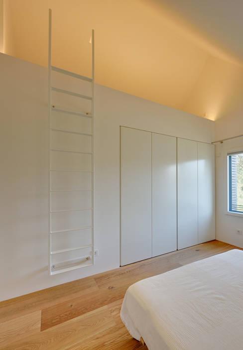 Bedroom by Möhring Architekten