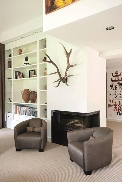AK Design Studio – RIVA WINTER HOUSE:  tarz Oturma Odası