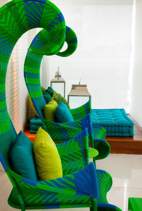 Apartamento Guarujá - São Paulo: Salas de estar  por Brunete Fraccaroli Arquitetura e Interiores