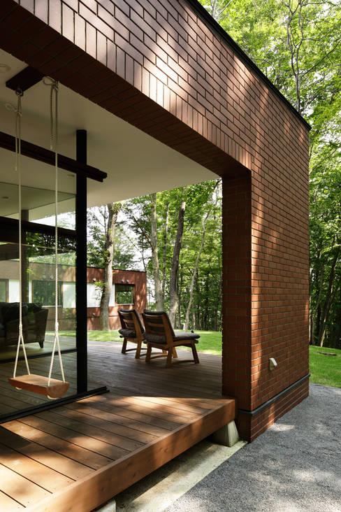 029那須Hさんの家: atelier137 ARCHITECTURAL DESIGN OFFICEが手掛けたテラス・ベランダです。