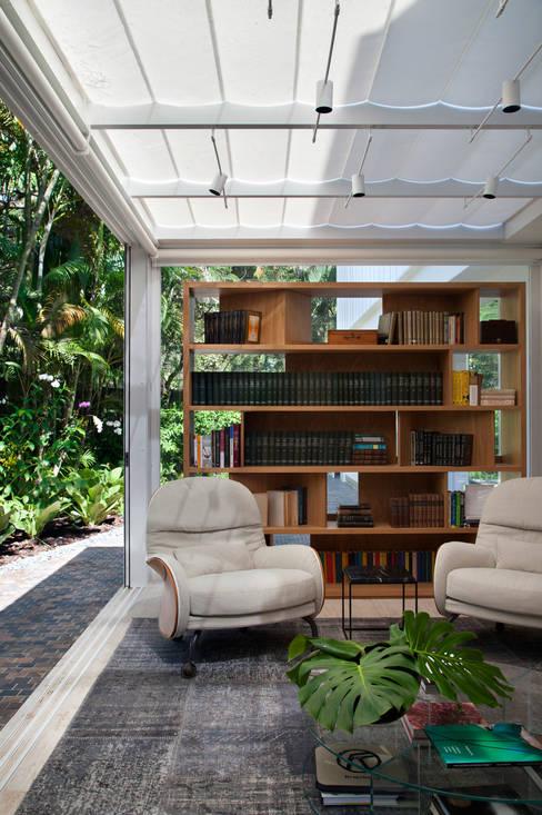 Study/office by Gisele Taranto Arquitetura