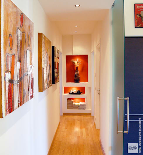 ระเบียงและโถงทางเดิน by Studio Sabatino Architetto
