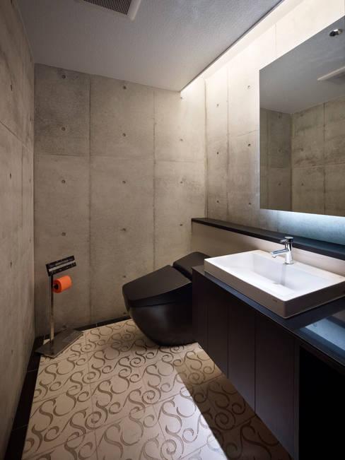 Bathroom by Atelier HARETOKE Co., Ltd.
