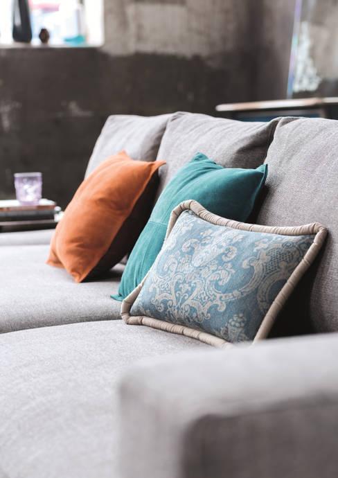 ห้องนั่งเล่น by Domicil Möbel GmbH