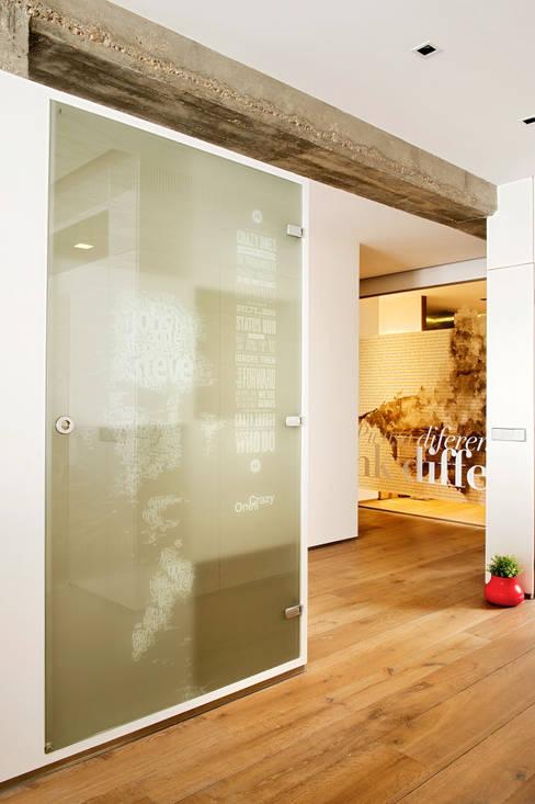 Corridor & hallway by estudioitales