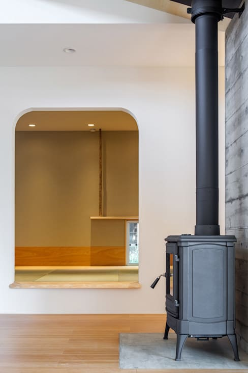 Media room by 株式会社 中山秀樹建築デザイン事務所
