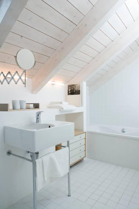 ห้องน้ำ by Bohn Architekten GbR