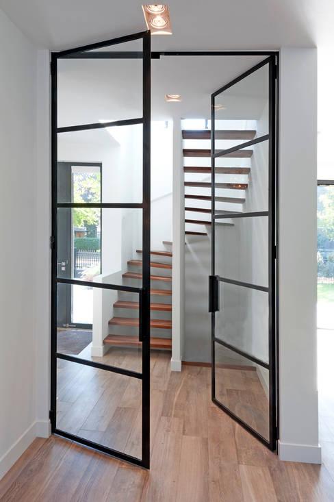 Corridor & hallway by paul seuntjens architectuur en interieur