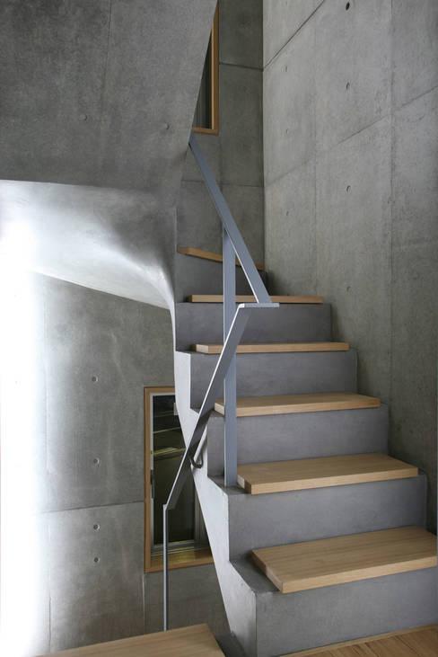 الممر والمدخل تنفيذ 東章司建築研究所