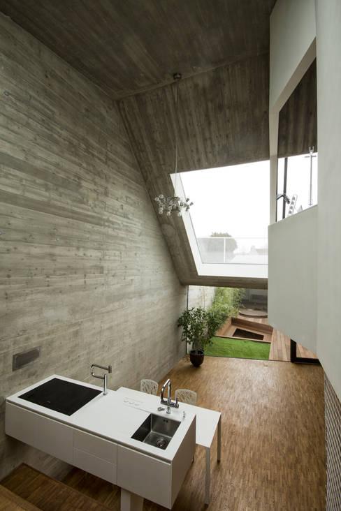 Caramel architekten:  tarz Mutfak