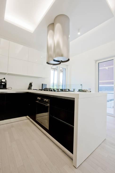 Kitchen by Emanuela Gallerani Architetto