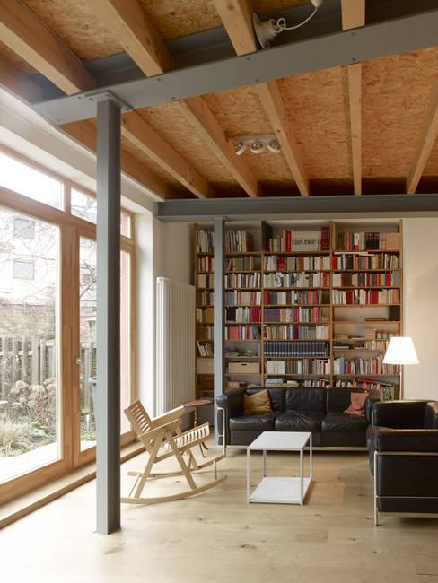 Woonkamer door +studio moeve architekten bda