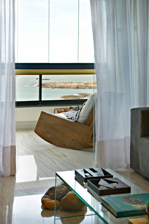 Apartamento Prainha: Varanda, alpendre e terraço  por Coutinho+Vilela