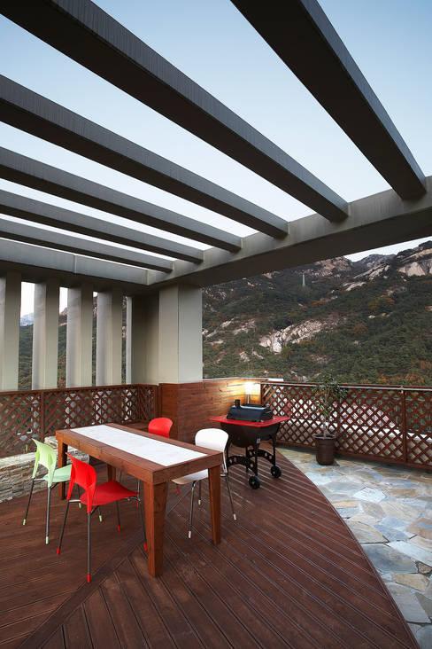 Terrace by Hauan