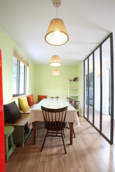 غرفة السفرة تنفيذ 주택설계전문 디자인그룹 홈스타일토토